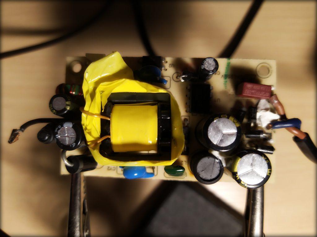 Buitinis kroviklis. Kondensatoriai transformatorius saugiklis rezistoriai diodai rėlė 4