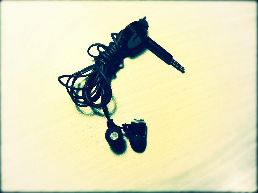 IN EAR ausinės su mikrofonu ir valdymu įstatomos į ausis 1