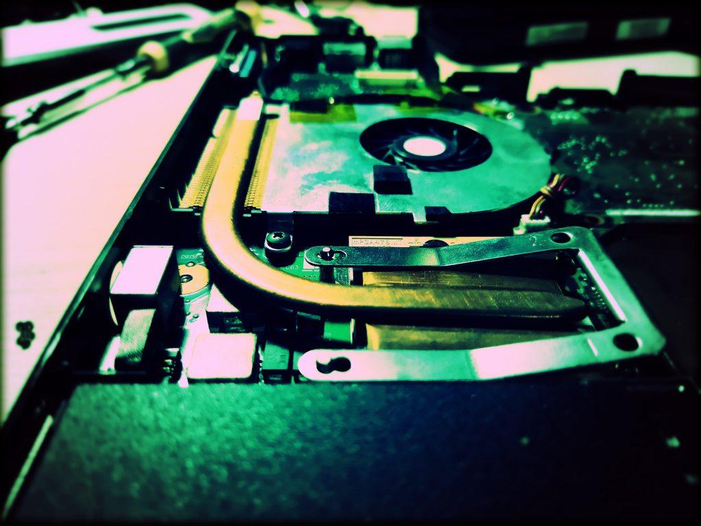 ausinimo sistemos atnaujinimas valymas atkurimas kompiuteriu tvarkymas remontas operacines sistemos perrasymas programinis ir techninis remontas